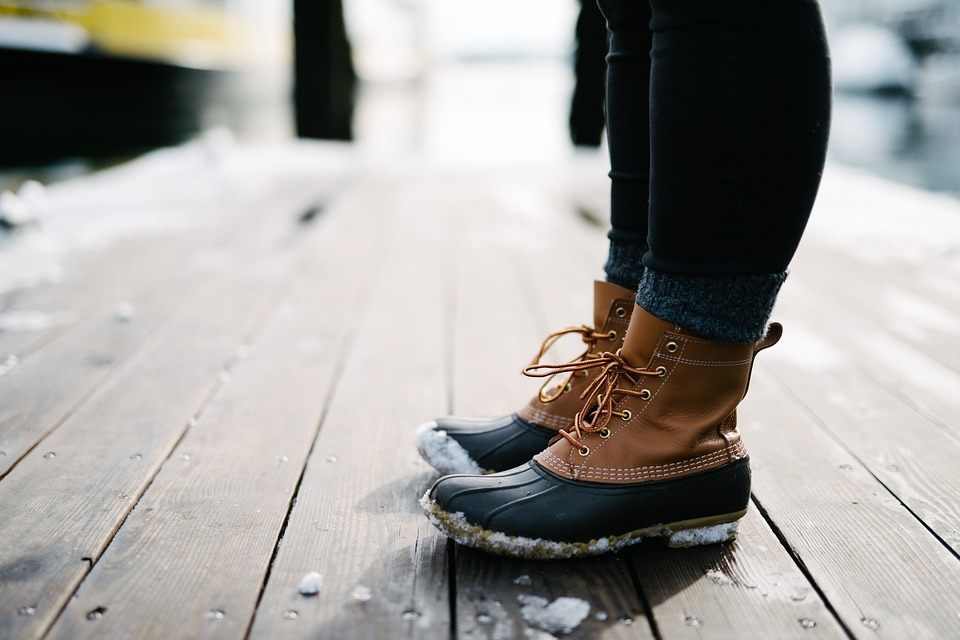 As the leather of your shoes absorbs water, salt gathers at the high-water mark – usually about half way up the vamp and an inch high around either side. If this is allowed to dry and not tackled quickly, it can leave a permanent ridge on the leather.