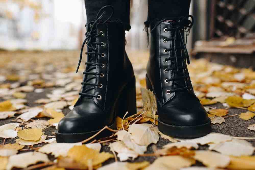 how to stretch out leather boots