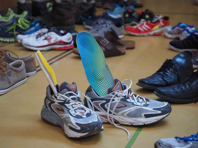 cleaning insoles of shoes