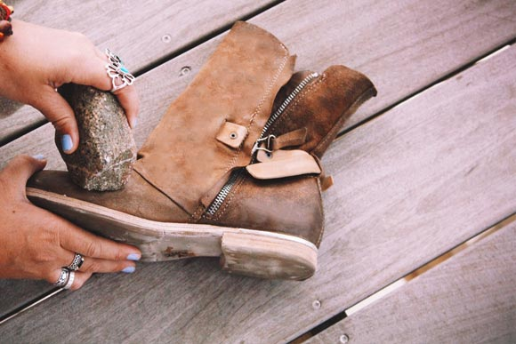 How To Distress Leather And Suede Boots: Vintage Style