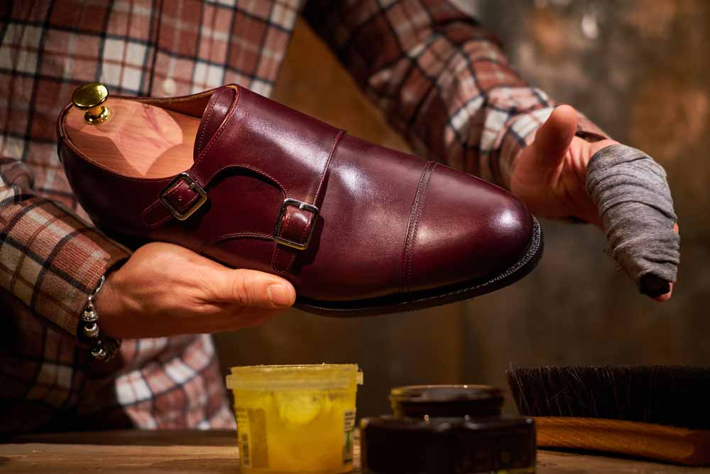 A Systematic Guide to Removing Shoe Polish from Leather