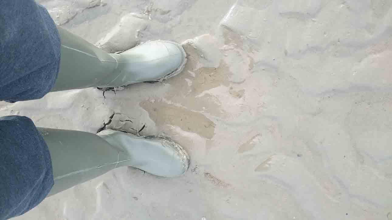 repair rubber boot cracks