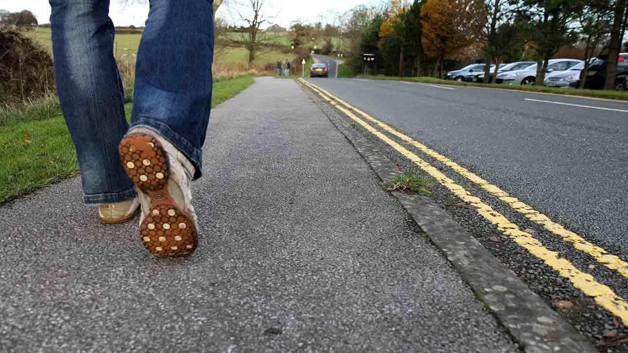 how to pick a walking shoe men women