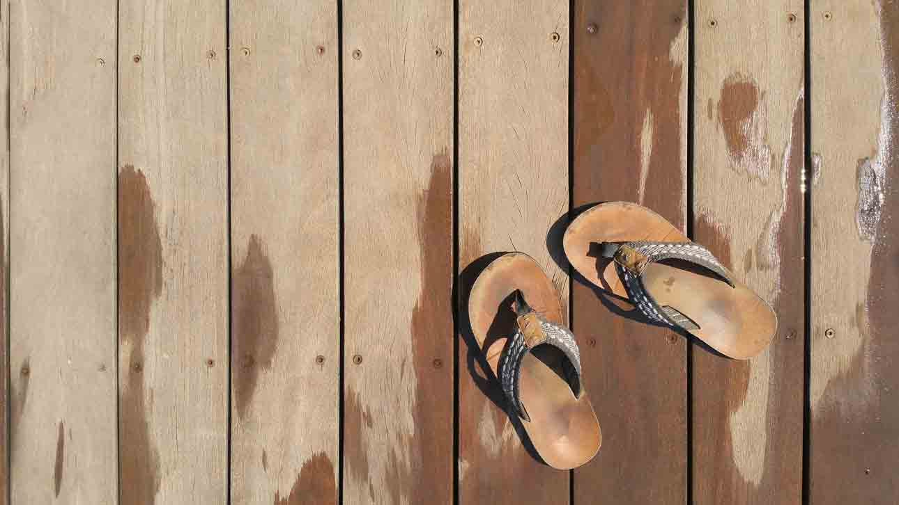 how to clean rainbow sandals