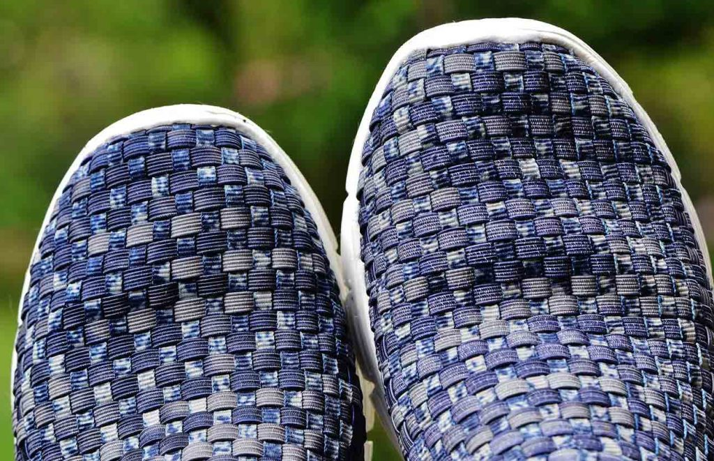 how to clean fabric shoes