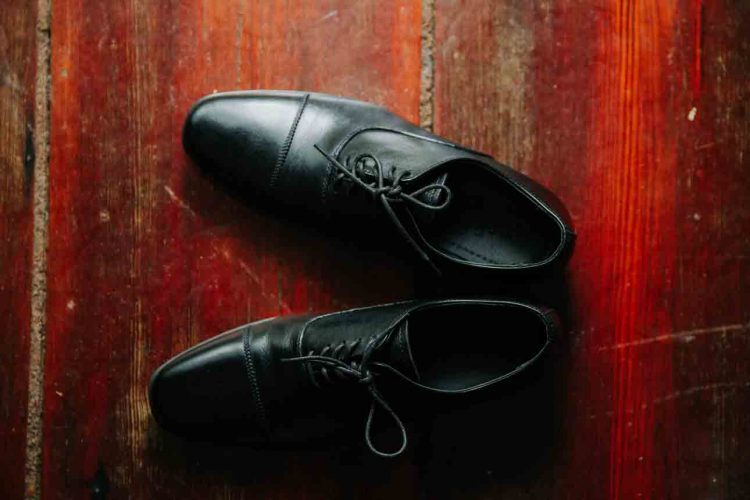 how to shine shoes without shoe polish