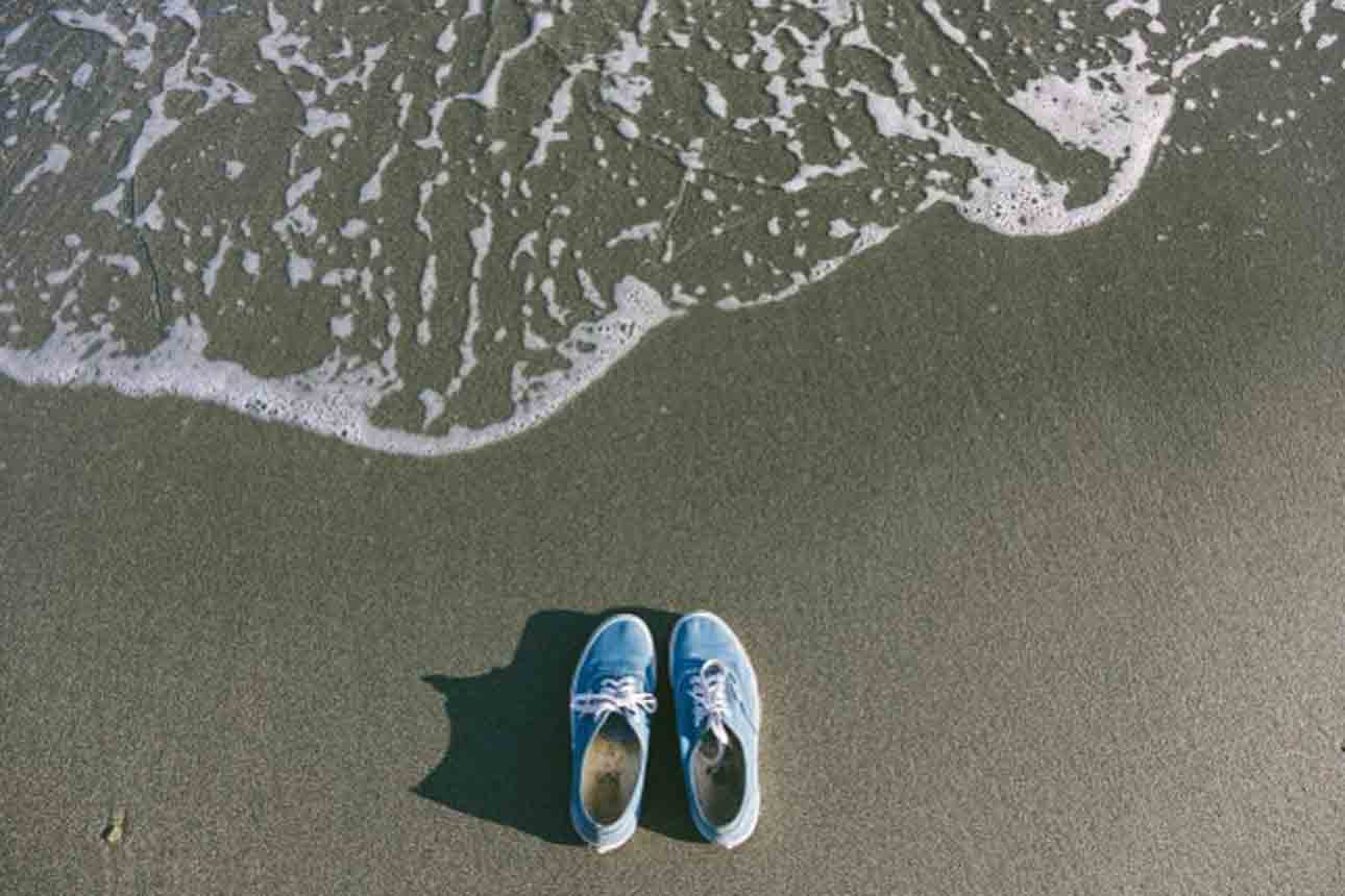clean beach tar from shoes