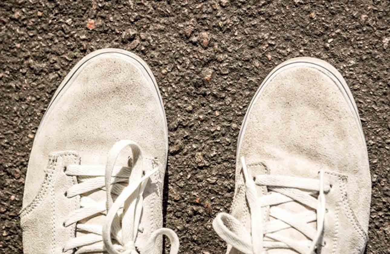 Get Tar off Shoes which it is white