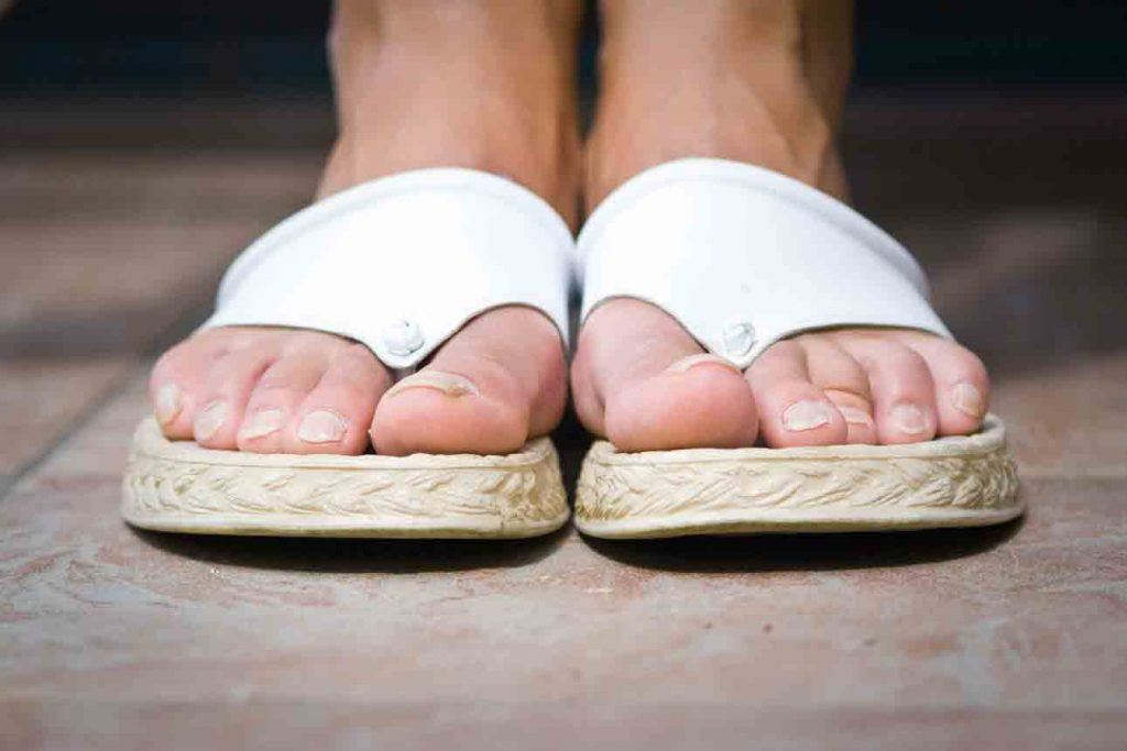women flip flops for wide feet