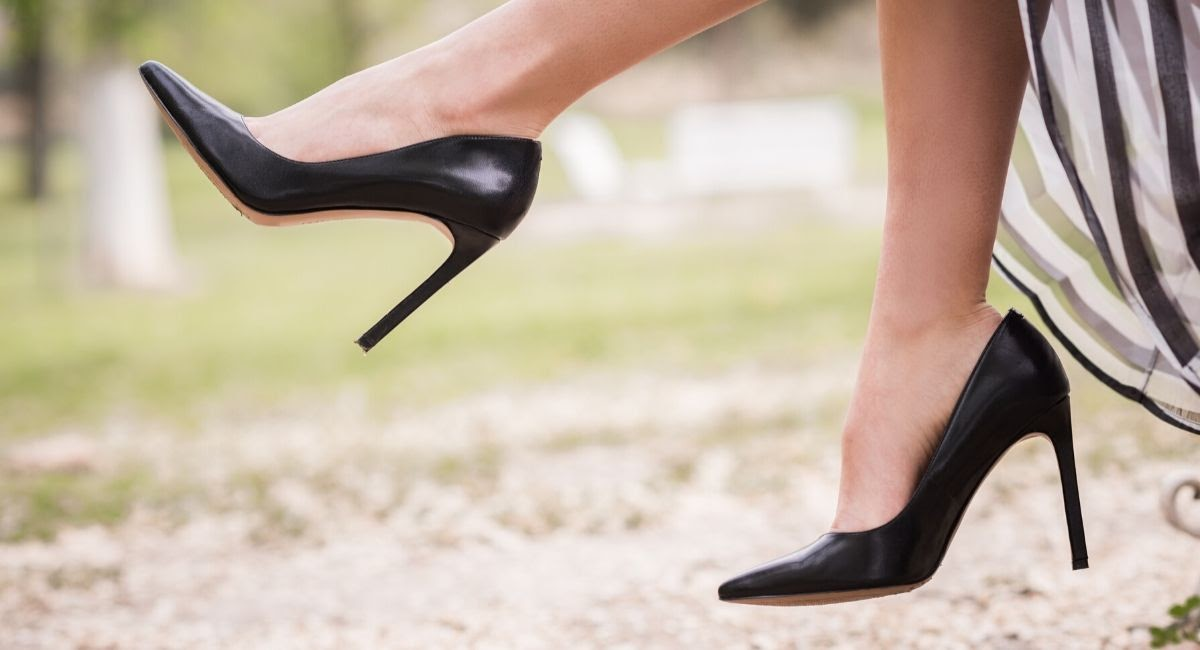 how to stretch shoes for women