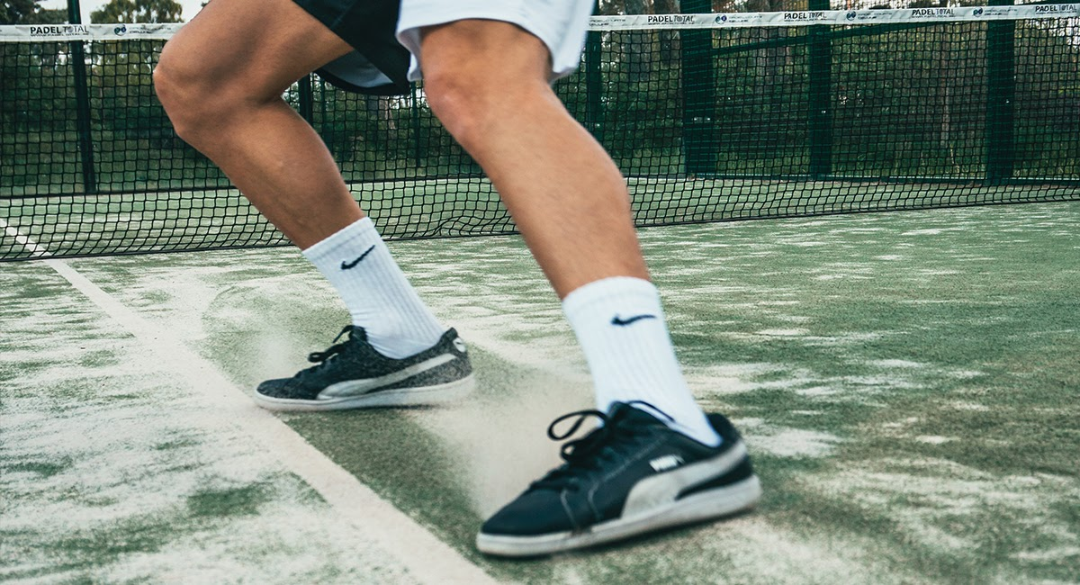 how to stretch tennis shoes